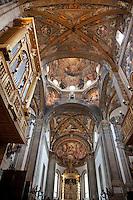 Parma Cattedrale dell'Assunta, interno, navata principale con volta a crociera e interventi rinascimentali. La cupola è affrescata dal Correggio