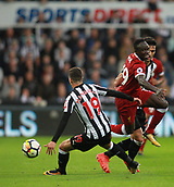 1st October 2017, St James Park, Newcastle upon Tyne, England; EPL Premier League football, Newcastle United versus Liverpool; Sadio Mané of Liverpool feels the weight of a challenge by Javi Manquillo of Newcastle United in the 1-1 draw