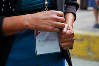 San Sebasti&aacute;n Tenochitl&aacute;n Hidalgo 26/Noviembre/2014. <br /> Se realiz&oacute; el segundo encuentro de la D&eacute;cima caravana del movimiento migrante mesoamericano en la ciudad de Hidalgo, en esta ocasi&oacute;n el reencuentro fue un parque situado en el centro de San Sebasti&aacute;n, en dicho lugar la Sra. Mar&iacute;a Delmi Valle Zuniga de origen Hondure&ntilde;o se reencontr&oacute; con su hijo Jos&eacute; Yanel Navarro Valle despu&eacute;s de 17 a&ntilde;os de no saber nada de su hijo ya que no ten&iacute;an ning&uacute;n tipo de comunicaci&oacute;n desde el momento que parti&oacute; de su pa&iacute;s de origen. El contacto para este reencuentro fue gracias a la sociedad que se est&aacute; sensibilizando con el movimiento de las madres que buscan incansablemente a sus familiares que desaparecieron el territorio mexicano, Roci&oacute; Mendoza Mart&iacute;nez y familia fue la encargada de brindarle apoyo Yanel cada que &eacute;l  lo necesitaba.<br /> Todos los derechos reservados.