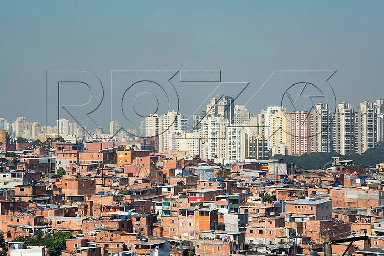 Favela Paraisópolis e edifícios ao fundo, São Paulo - SP, 06/2016.