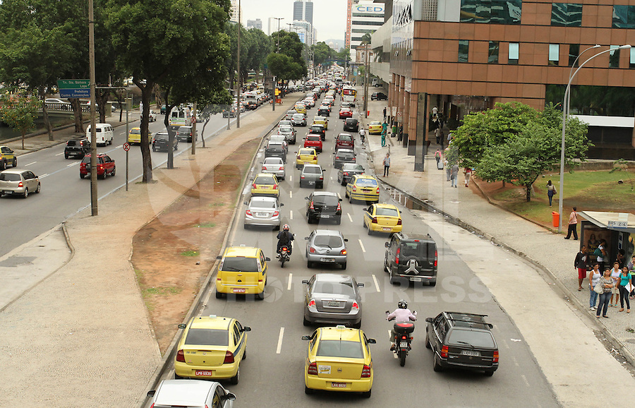 RIO DE JANEIRO, RJ, 01 MARCO 2013 - TRANSITO RJ -  Transito na av Presidente Vargas encontra-se congestionado em direcao ao centro da cidade na região da Cidade Nova nessa sexta 01 (FOTO:LEVY RIBEIRO / BRAZIL PHOTO PRESS)..