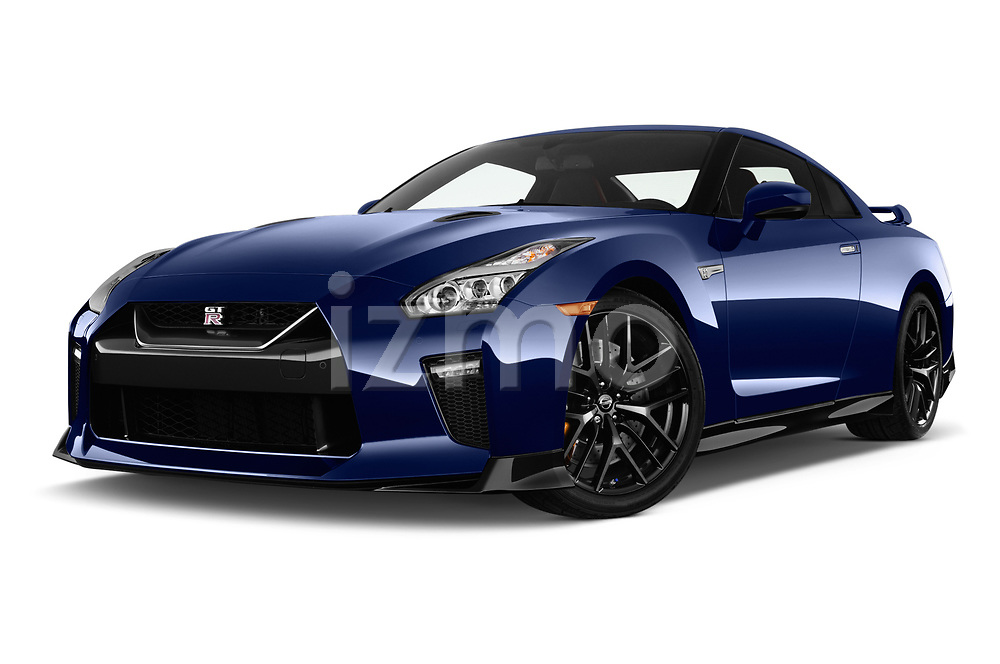 Stock pictures of low aggressive front three quarter view of a 2018 Nissan GT-R Track Edition 5 Door Coupe
