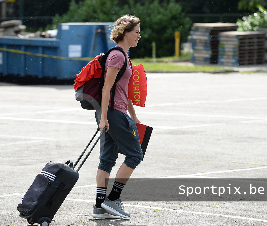 20170725 - TILBURG , NETHERLANDS :  Belgian Imke Courtois pictured going back to Belgium as the Belgian national women's soccer team Red Flames was not able to qualify for the quarter finals after a loss against The Netherlands , on Tuesday 25 July 2017 in Tilburg . The Red Flames finished on 3 th place in Group A at the Women's European Championship 2017 in the Netherlands. PHOTO SPORTPIX.BE | DAVID CATRY