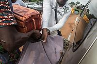 Rifornimento di un'auto con benzina di contrabbando  Refill of a car with smuggling oil Traffico illegale benzina dalla Nigeria al Benin