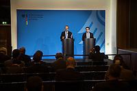 Der Antisemitismusbeauftragte des Bundes, Dr. Felix Klein, hat am Montag den 26. November 2018 die Antisemitismusbeauftragten der Länder zu erstem Koordinationstreffen eingeladen.<br /> Bisher haben sechs Länder eigene Antisemitismusbeauftrage ernannt: Baden-Wuerttemberg, Bayern, Hessen, Nordrhein-Westfalen, Rheinland-Pfalz, Saarland und Sachsen-Anhalt. Das Treffen, an dem auch Daniel Botmann, Geschaeftsfuehrer des Zentralrates der Juden teilnahm, fand im Bundesministerium des Innern, fuer Bau und Heimat statt.<br /> Im Bild vlnr.: Felix Klein und Daniel Botmann.<br /> 26.11.2018, Berlin<br /> Copyright: Christian-Ditsch.de<br /> [Inhaltsveraendernde Manipulation des Fotos nur nach ausdruecklicher Genehmigung des Fotografen. Vereinbarungen ueber Abtretung von Persoenlichkeitsrechten/Model Release der abgebildeten Person/Personen liegen nicht vor. NO MODEL RELEASE! Nur fuer Redaktionelle Zwecke. Don't publish without copyright Christian-Ditsch.de, Veroeffentlichung nur mit Fotografennennung, sowie gegen Honorar, MwSt. und Beleg. Konto: I N G - D i B a, IBAN DE58500105175400192269, BIC INGDDEFFXXX, Kontakt: post@christian-ditsch.de<br /> Bei der Bearbeitung der Dateiinformationen darf die Urheberkennzeichnung in den EXIF- und  IPTC-Daten nicht entfernt werden, diese sind in digitalen Medien nach §95c UrhG rechtlich geschuetzt. Der Urhebervermerk wird gemaess §13 UrhG verlangt.]