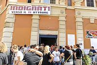 """Roma, 24 settembre 2011.Ex Cinema Palazzo Occupato.Assemblea nazionale """"Uniti per L'alternativa"""" dei movimenti e centri sociali,verso la mobilitazione europea del 15 Ottobre..Indignati"""