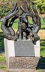 Pomnik psa Dżoka na Bulwarze Czerwieńskim nad Wisłą w Krakowie, Polska<br /> Dog Dżok Monument on the Vistulan Boulevards near the Vistula river in Cracow, Poland