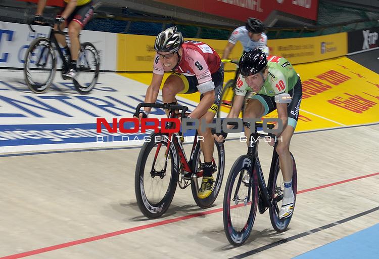 13.01.2015, &Ouml;VB Arena, Bremen, GER, Sixdays Bremen, im Bild Leif Lampater (Team Sparkasse #6), Jesper Moerkoev (Team Leasing-eBike #10)<br /> <br /> Foto &copy; nordphoto / Frisch