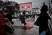 Warsaw 13/04/2010 Poland<br /> People mourning the tragic death of President Lech Kaczynski and his wife.<br /> on picture: controversial large screen in front of the Presidental Palace.<br /> Photo: Adam Lach / Napo Images for The New York Times<br /> <br /> Zaloba po tragicznej smierci Prezydenta Lecha Kaczynskiego i jego malzonki.<br /> na zdjeciu: kontrowersyjny telebim przed palacem prezydenckim.<br /> Fot: Adam Lach / Napo Images for The New York Times