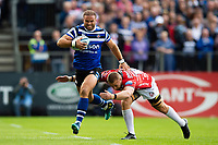 Jamie Roberts of Bath Rugby goes on the attack. Gallagher Premiership match, between Bath Rugby and Gloucester Rugby on September 8, 2018 at the Recreation Ground in Bath, England. Photo by: Patrick Khachfe / Onside Images