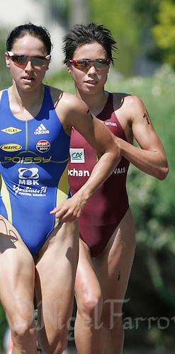 13 JUL 2007 - LORIENT, FRA - Andrea Hewitt (right) trails Erin Densham - French Grand Prix Series. (PHOTO (C) NIGEL FARROW)