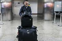 GUARULHOS, SP, 31.05.2015 - FUTEBOL-SÃO PAULO - Juan Carlos Osorio novo treinador do São Paulo Futebol Clube desembarca no Aeroporto Internacional Governador Andre Franco Montoro na cidade de Guarulhos na grande São Paulo neste domingo, 31. (Foto: Marcos Moraes/Brazil Photo Press).