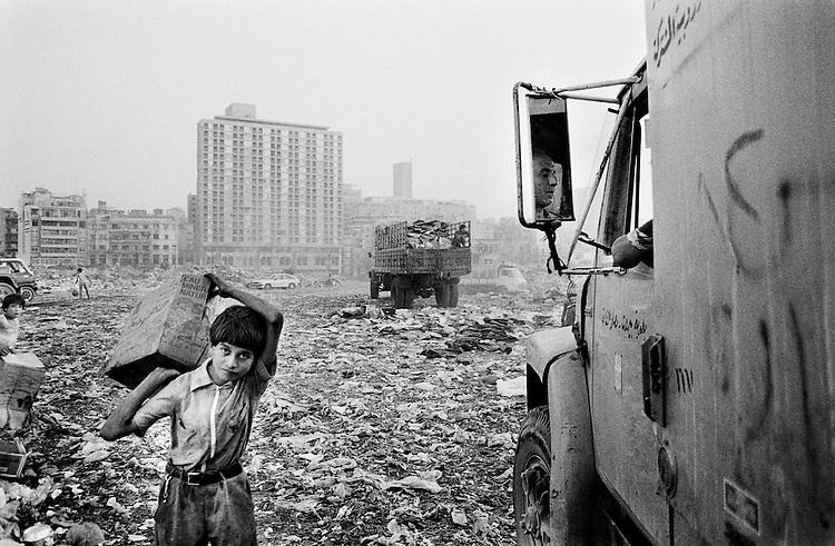 &copy; Samer Mohdad<br /> D&eacute;charge publique du Normandy, Beyrouth, 1991<br /> -----<br /> &copy; Samer Mohdad<br /> The Normandy dump, Beirut, 1991