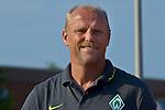 NORDERNEY Trainer Thomas Schaaf bleibt Norderney treu. Nachdem er bereits elfmal mit Fu&szlig;ball-Bundesligist Werder Bremen ins Trainingslager auf die Nordseeinsel gefahren ist, um sein Team auf eine Saison vorzubereiten, will er die Sportpl&auml;tze und die dort gebotene Betreuung auch f&uuml;r seinen neuen Verein, Eintracht Frankfurt, nutzen. Das Trainingslager ist f&uuml;r die Zeit vom 6. bis 12. Juli geplant.<br /> Archiv aus: 13. 07.2010, An der Muehle, Norderney, GER,  SV Werder Bremen vs KFC Uerdingen - Friendly MAtch  1. FBL 2010  im Bild   Thomas Schaaf ( Werder  - Trainer  COACH)  Foto &copy; nph / Kokenge