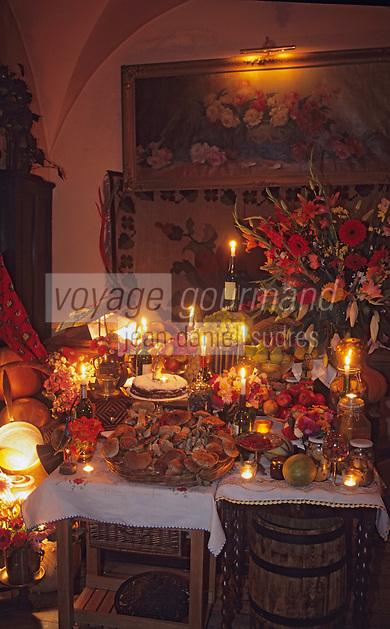 """Europe/Pologne/Varsovie: Au restaurant """"Fukiera"""" - Détail des fruits et légumes éclairés à la bougie"""