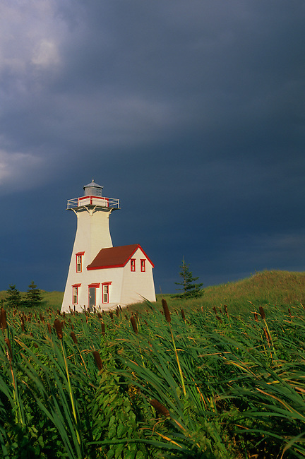 CANADA, PRINCE EDWARD ISLAND, FRENCH RIVER LIGHTHOUSE