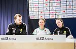 Stockholm 2015-04-11 Fotboll Damallsvenskan Hammarby IF DFF - Mallbackens IF Sunne  :  <br /> Hammarbys Katrin Schmidt och Clara Markstedt ser glada ut bredvid tr&auml;nare P&auml;r Lagerstr&ouml;m p&aring; presskonferensen efter matchen mellan Hammarby IF DFF och Mallbackens IF Sunne  <br /> (Foto: Kenta J&ouml;nsson) Nyckelord:  Fotboll Damallsvenskan Dam Damer Tele2 Arena Hammarby HIF Bajen Mallbacken glad gl&auml;dje lycka leende ler le tr&auml;nare manager coach