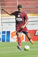SÃO PAULO, SP, 27 DE JANEIRO DE 2014 -  ESPORTES - FUTEBOL - TREINO DA PORTUGUESA - Willian (Magrão),  Durante treino no estádio do Canindé, preparação para partida entre a equipe do Botafogo (RP). FOTOS: Dorival Rosa/Brazil Photo Press).