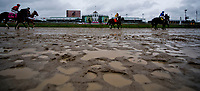 LOUISVILLE, KY - MAY 05: Horses run in the slop on Kentucky Oaks Day at Churchill Downs on May 5, 2017 in Louisville, Kentucky. (Photo by Douglas DeFelice/Eclipse Sportswire/Getty Images)