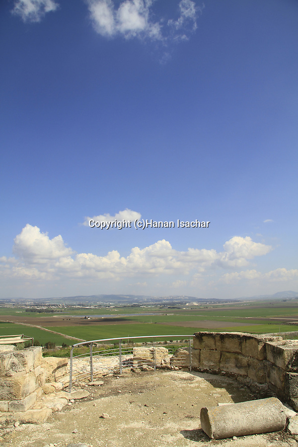 Israel, Tel Yokneam overlooking Jezreel valley, ruins of the Crusader settlement Caymont, the Church