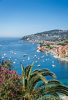 France, Provence-Alpes-Côte d'Azur, Villefranche-sur-Mer: view across old town, port and bay | Frankreich, Provence-Alpes-Côte d'Azur, Villefranche-sur-Mer: Ausblick ueber die Altstadt, den Hafen und die Bucht von Villefranche-sur-Mer