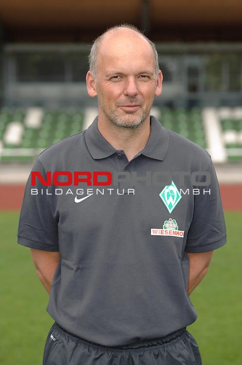 19.07.2013, Platz 11, Bremen, GER, RLN, Mannschaftsfoto Werder Bremen II, im Bild Frank Bender (Co-Trainer Werder Bremen II)<br /> <br /> Foto &copy; nph / Frisch