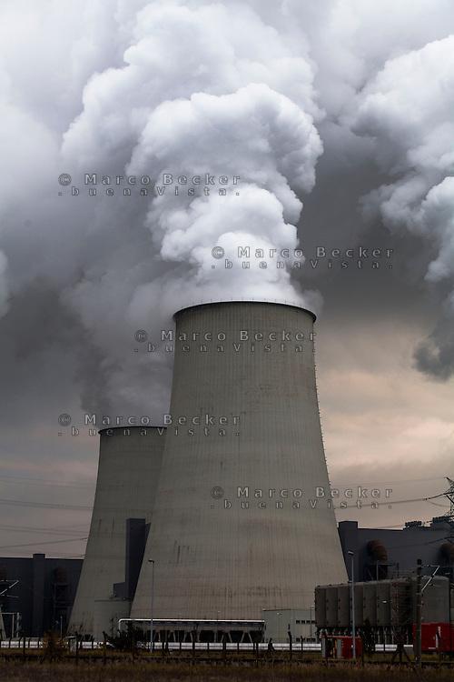 Germania, centrale termoelettrica a carbone Jänschwalde --- Germany, coal-burning thermoelectric power plant Jänschwalde