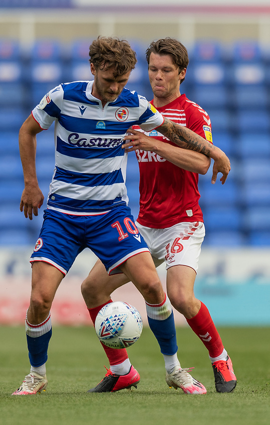 Middlesbrough's Jonathan Howson (right) battles for possession with Reading's John Swift (left)<br /> <br /> Photographer David Horton/CameraSport<br /> <br /> The EFL Sky Bet Championship - Reading v Middlesbrough - Tuesday July 14th 2020 - Madejski Stadium - Reading<br /> <br /> World Copyright © 2020 CameraSport. All rights reserved. 43 Linden Ave. Countesthorpe. Leicester. England. LE8 5PG - Tel: +44 (0) 116 277 4147 - admin@camerasport.com - www.camerasport.com