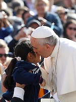 Papa Francesco bacia una bambina al suo arrivo all'udienza generale del mercoledi' in Piazza San Pietro, Citta' del Vaticano, 1 aprile 2015.<br /> Pope Francis kisses a child as he arrives for his weekly general audience in St. Peter's Square at the Vatican, 1 April 2015.<br /> UPDATE IMAGES PRESS/Isabella Bonotto<br /> <br /> STRICTLY ONLY FOR EDITORIAL USE