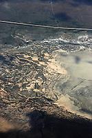 Salzsee: AFRIKA, SUEDAFRIKA, 14.12.2007: Salzsee in der Karoo, Wueste, Landschaft, trocken, Muster,  skurril, Luftbild, Draufsicht, Luftaufnahme, Luftansicht, Luftblick, Flugaufnahme, Flugbild, Vogelperspektive Aufwind-Luftbilder