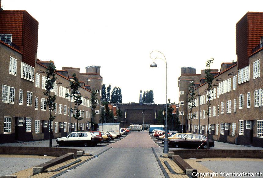 Amsterdam: Takstraat 1919-1922. De Dageraard Housing Estate. Arch. Piet Kramer & Michael De Klerk. Photo '87.