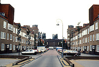 Amsterdam: Takstraat 1919-1922. De Dageraard Housing Estate. Arch. Piet Kramer & Michael De Klerk. Photo '87.