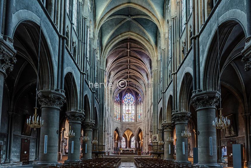 France, Allier (03), Moulins, la cathédrale, la nef // France, Allier, Moulins, the cathedral