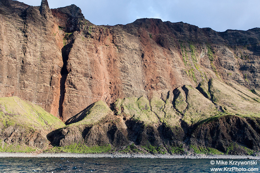 Sea cliffs & mountains along the ocean, Na Pali coast, Kauai