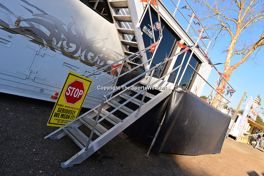 Feb 17, 2014; 4:48:30 PM;  Barberville, FL, USA;  World of Outlaws Late Model Series for 43rd Annual DIRTcar Nationals presented by Summit Racing Equipment at Volusia Speedway Park.  Mandatory Credit: (thesportswire.net)