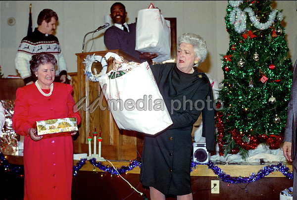 Christmas In April With Help Of Bush >> Former First Lady Barbara Bush1925 2018 Admedia Photo