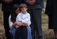 Mother and child TO BE IDENTIFIED at the interment of Sgt. David J. Goldberg at the North Play of Salt Lake City Cemetery.  Sgt. Goldberg of Layton was killed November 26 in Qayyarah, Iraq.  .Photo by Lisa Marie Miller.  12/05/03..Slug:  Goldberg Interment.