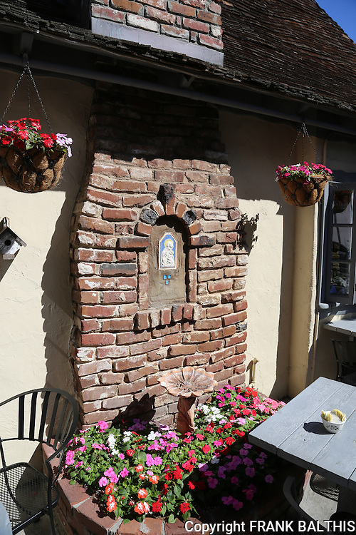 Tuck Box chimney and flowers
