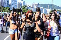 RIO DE JANEIRO, RJ, 02.11.2013 - ZOMBIE WALK/COPACABANA/RJ- <br /> Zombie Walk na praia de copacabana na tarde deste sábado (2), em copacabana, zona sul do Rio de Janeiro. (Foto: Marcelo Fonseca / Brazil Photo Press).