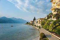 Italy, Veneto, Lake Garda, Brenzone sul Garda: the lakeside promenade | Italien, Venetien, Gardasee, Brenzone sul Garda: die Seepromenade laedt zum Spazieren gehen ein
