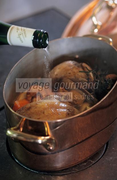 """Europe/France/Centre/41/Loir-et-Cher/Bracieux: Restaurant """"Le Relais de Bracieux"""" - Perdreau aux champignons arrosé de vin blanc de Touraine - Recette de Bernard Robin"""