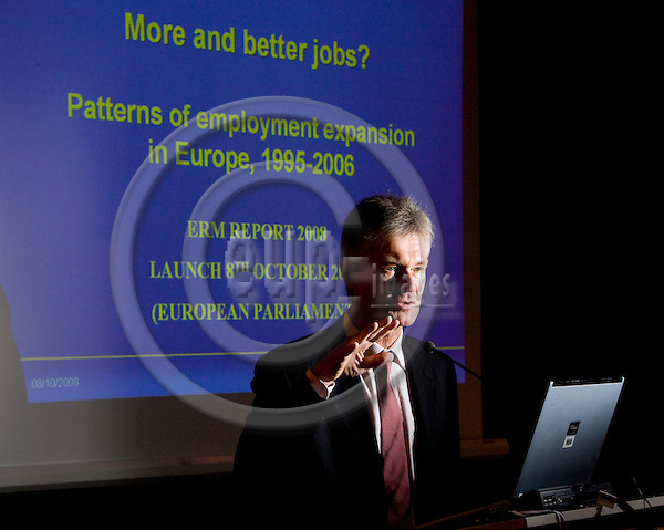 BRUSSELS - BELGIUM - 7 OCTOBER 2008 -- Jorma KARPPINEN, Director of Eurofound at the presentation of the new report More and better jobs: patterns of employment expansion in Europe, in  in The European Parliament.  Photo: Erik LUNTANG / EUP-Images