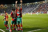 ATENÇÃO EDITOR: FOTO EMBARGADA PARA VEÍCULOS INTERNACIONAIS SÃO PAULO,SP,22 SETEMBRO  2012 - CAMPEONATO BRASILEIRO - SANTOS x PORTUGUESA - Bruno Mineiro (e) jogador da Portuguesa  comemora gol durante partida Santos x Portuguesa  válido pela 26º rodada do Campeonato Brasileiro no Estádio Paulo Machado de Carvalho (Pacaembu), na noite deste sabado (22). (FOTO: ALE VIANNA -BRAZIL PHOTO PRESS)