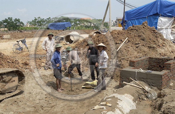 Bac Ninh-Vietnam-Viet Nam - 27 July 2005---Workers at a construction site with drainage pipe; project area of 'Wastewater Management in Provincial Urban Centers' - Technical Assistance on behalf of GTZ by GFA Management  & Associates---infrastructure, construction, labour---Photo: Horst Wagner/eup-images