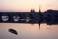 Europe/France/Centre/41/Loir-et-Cher/Blois : Pont Gabriel et église Saint-Nicolas