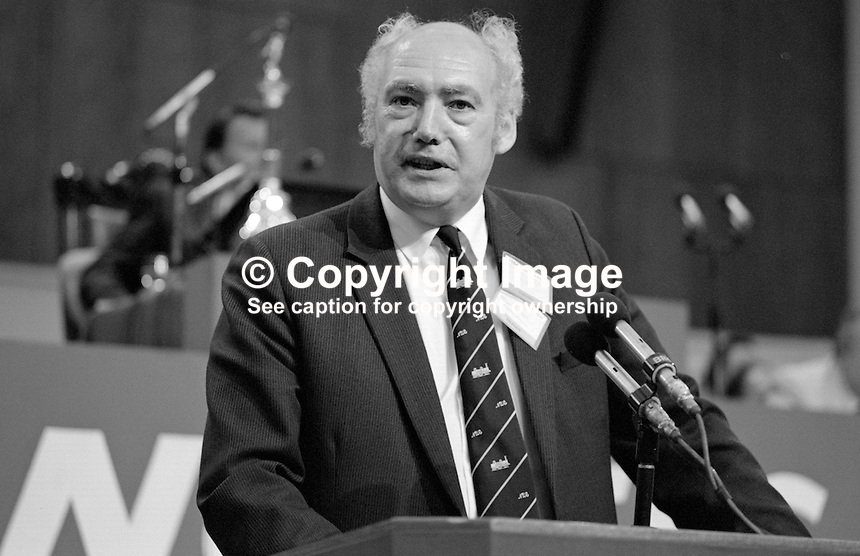 Jimmy Knapp, general secretary, National Union of Railwaymen, NUR, trade union, UK, addresses Trades Union Congress annual conference 1984. 19840103JK2.<br />