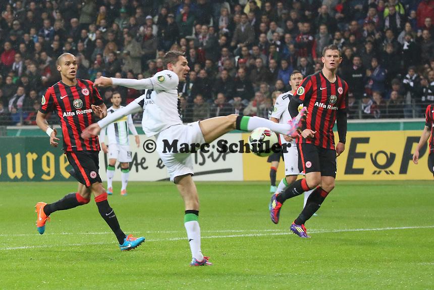 Branimir Hrgota (Gladbach) verpasst den Ball - Eintracht Frankfurt vs. Borussia Mönchengladbach, DFB-Pokal 2. Runde, Commerzbank Arena