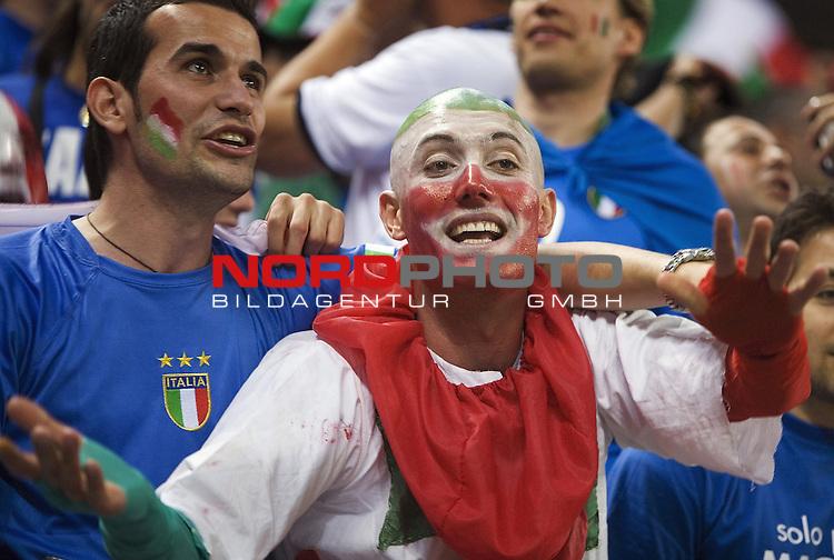 FIFA WM 2006 -  Viertelfinale <br /> Play    #58 (30-Jun) - Italien - Ukraine<br /> Italian fans.<br /> <br /> Foto &copy; nordphoto