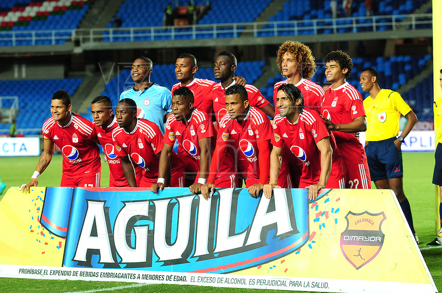 CALI - COLOMBIA - 25-04-2016: Los jugadores de America de Cali, posan para una foto, durante partido por la fecha 11 del Torneo Aguila 2016, entre America de Cali y Deportes Quindio, jugado en el estadio Pascual Guerrero de la ciudad de Cali. / The players of America de Cali, pose for a photo during a match for the date 11 for the Torneo Aguila 2016, between America de Cali and Deportes Quindio, played at the Pascual Guerrero stadium in Cali city. Photo: VizzorImage / Nelson Rios / Cont.
