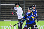Uppsala 2014-01-12 Bandy  IK Sirius - GAIS Bandy :  <br />  GAIS Jacob Bucht i kamp om bollen med Sirius Pierre Roos <br /> (Foto: Kenta J&ouml;nsson) Nyckelord: